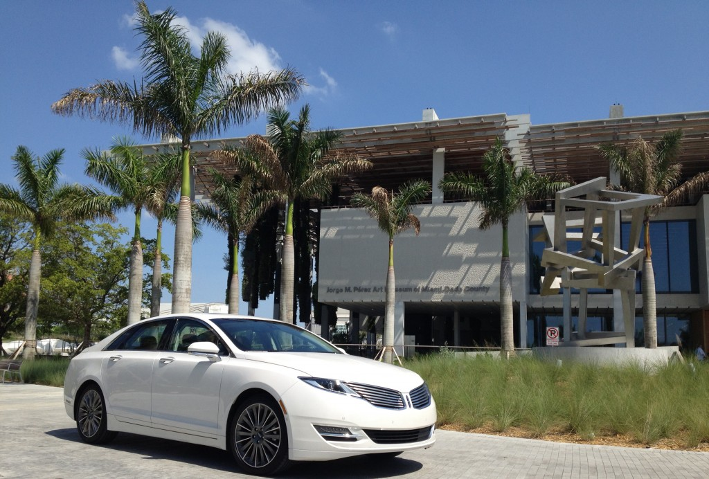 The Lincoln MKZ with Perez Art Museum in the back Ground