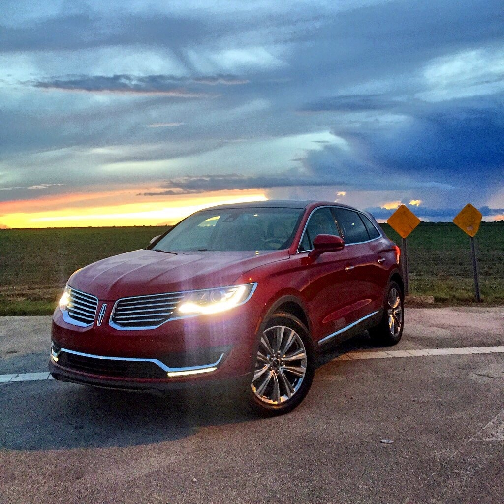 The new Lincoln MKX pic taken in Krome Avenue
